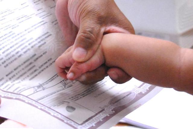Los trabajadores podrán inscribir a sus hijos recién nacidos como beneficiarios en asistencia sanitaria sin necesidad de desplazarse