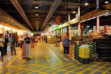 L@s trabajadores/as del sector de la Fruta de Mercamadrid descansaran el sábado de Semana Santa.